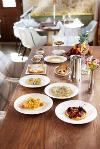 Lunch and/or dinner options available to guests at Serenissima Boutique Hotel