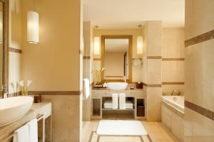 Ванная комната в Fairmont The Palm