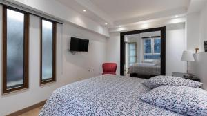 A bed or beds in a room at 3-bedroom apartment Quai des Grands Augustins