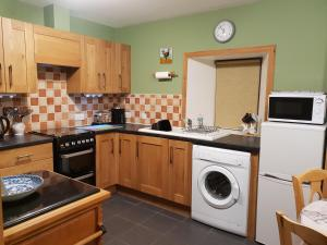 A kitchen or kitchenette at Tiffyhall