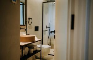 A bathroom at Exmo. Hotel