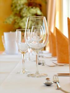 Ein Restaurant oder anderes Speiselokal in der Unterkunft Panorama Hotel am Frankenstein