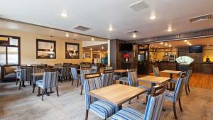 A restaurant or other place to eat at Best Western Golden Spike Inn & Suites