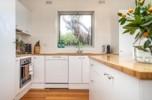A kitchen or kitchenette at SeaSpray