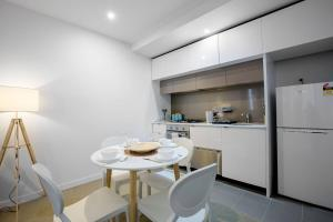 A kitchen or kitchenette at Dream place in heart of Mel@RMIT