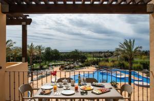 Uitzicht op het zwembad bij Pierre & Vacances Village Bonavista de Bonmont of in de buurt