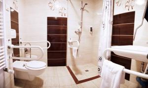 Łazienka w obiekcie Hotel Litwiński