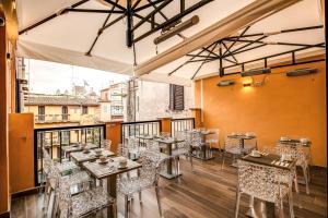 A restaurant or other place to eat at La Maison D'Art Spagna - Maison d'Art Collection
