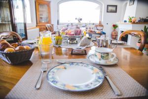 Ein Restaurant oder anderes Speiselokal in der Unterkunft Aldarogi