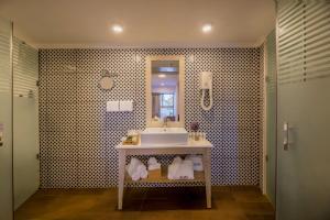 A bathroom at C Hotel Neve Ilan