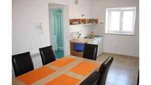 A kitchen or kitchenette at Apartments Lalic Vrsar