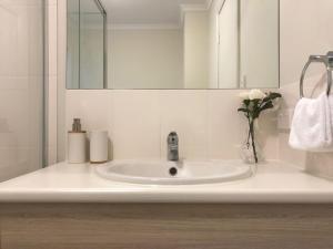 A bathroom at MODERN SPACIOUS 3 BR HOME - NEAR BEACH & AIRPORT