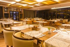 A restaurant or other place to eat at Hotel Gran Marquise