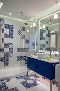 A bathroom at Radisson Blu Resort & Thalasso Hammamet