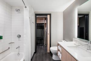 A bathroom at Residence Inn by Marriott Calgary Downtown/Beltline District