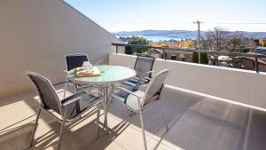 A balcony or terrace at Cascades 7- Centrally located with beautiful views