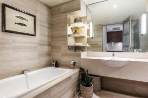 A bathroom at Watsons Bay Boutique Hotel