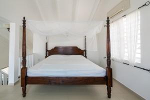 Cama ou camas em um quarto em Marazul Dive Resort