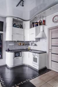 A kitchen or kitchenette at Vladivostok Apartments Cascade Eagle's Nest