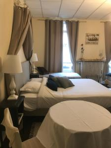 A bed or beds in a room at Chambres D'Hôtes La Villa Aliénor