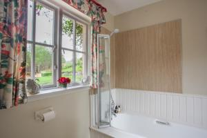 A bathroom at Finglen House
