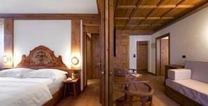 Een bed of bedden in een kamer bij Hotel Cortina