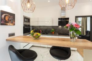 Küche/Küchenzeile in der Unterkunft Luxury Lucerna Apartment