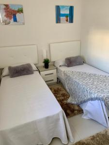 A bed or beds in a room at La casa Breezes