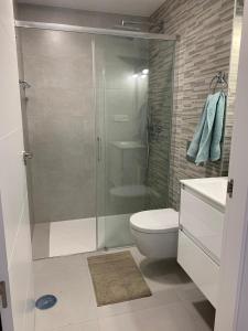 A bathroom at La casa Breezes