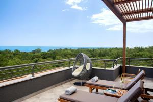 Een balkon of terras bij Paloma Foresta Resort