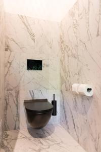 A bathroom at New Amsterdam Harlem Hotel