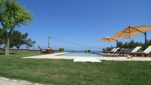 The swimming pool at or close to Villa Russelia
