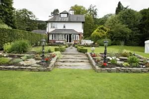 A garden outside Powys Country House