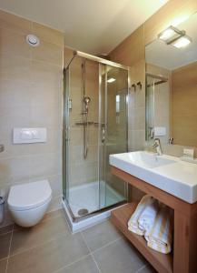 A bathroom at Hotel Urbani