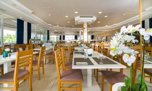 A restaurant or other place to eat at Adriatiq Hotel Hvar - All Inclusive