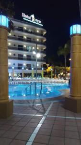 Het zwembad bij of vlak bij Hotel Reymar