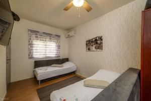 מיטה או מיטות בחדר ב-סוקולוב דירות בוטיק לנופש ליד הים בנהריה
