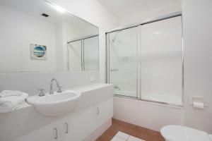 A bathroom at 408 Marlin Cove Resort