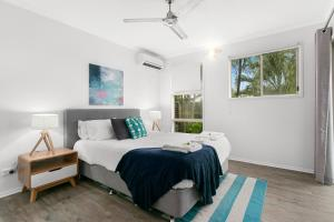 A bed or beds in a room at 408 Marlin Cove Resort