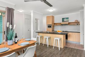 A kitchen or kitchenette at 408 Marlin Cove Resort