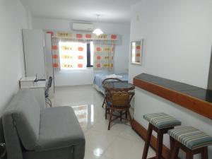 A seating area at Apartamento Barra Summer Flat