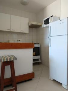 A kitchen or kitchenette at Apartamento Barra Summer Flat