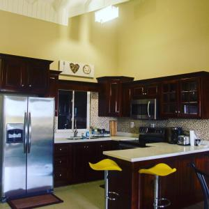 A kitchen or kitchenette at Comfort Homes Kingston