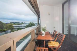 A balcony or terrace at Recreational apt Nearby ANZ Stadium