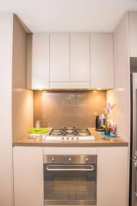 A kitchen or kitchenette at Recreational apt Nearby ANZ Stadium