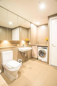 A bathroom at Recreational apt Nearby ANZ Stadium