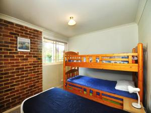 A bunk bed or bunk beds in a room at Close to Tea Gardens Waterfront