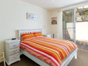 A bed or beds in a room at Executive Garden Apartment