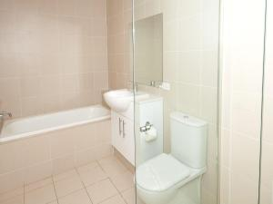A bathroom at Executive Garden Apartment