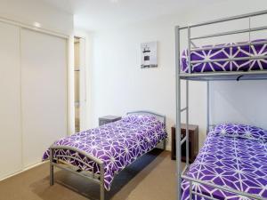 A bunk bed or bunk beds in a room at Executive Garden Apartment